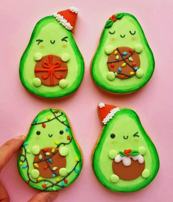Fiesta temática de aguacate; galletas navideñas con caritas felices