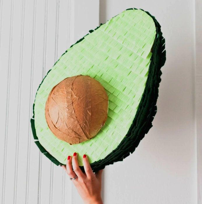 Fiesta temática de aguacate; piñata