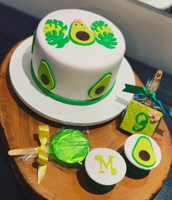 Fiesta temática de aguacate; pastel