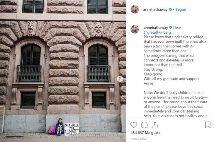 Anne Hathaway apoya a Greta Thunberg, activista del medio ambiente
