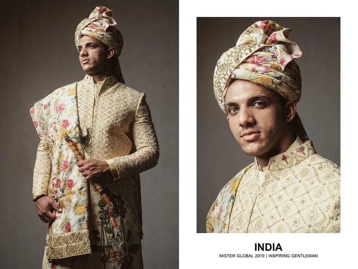 Hombre concursante de Mister Global se visten con su traje regional de India