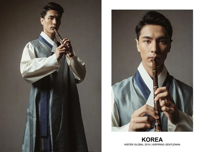 Hombre concursante de Mister Global se visten con su traje regional de Korea