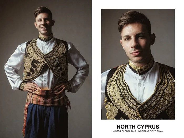 Hombre concursante de Mister Global se visten con su traje regional de República turca del norte de Chipre
