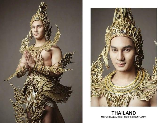 Hombre concursante de Mister Global se visten con su traje regional de Tailandia