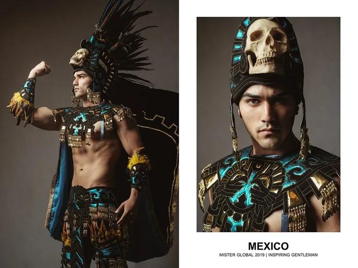 Hombre concursante de Mister Global se visten con su traje regional de México
