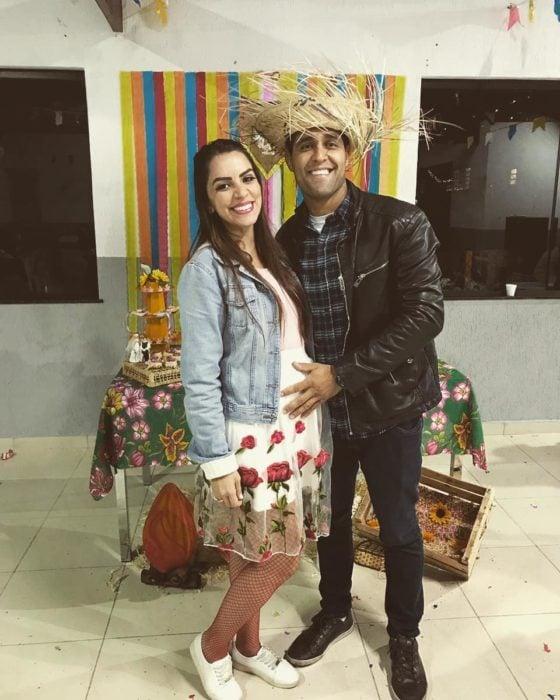 Jessica y Flavio, posando con la barriga de embarazo