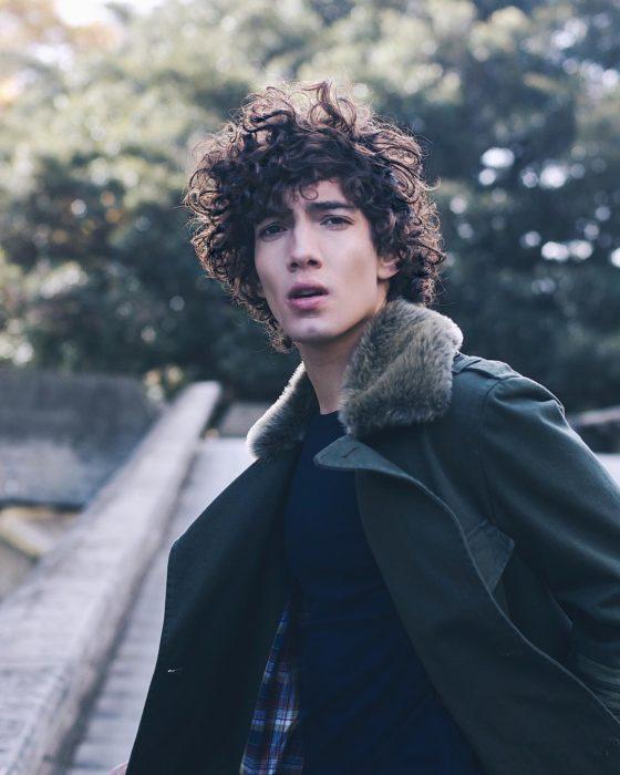 Jorge López Astorga, actor de serie de Netflix que interpreta a Valerio; chico de cabello chino y rebelde