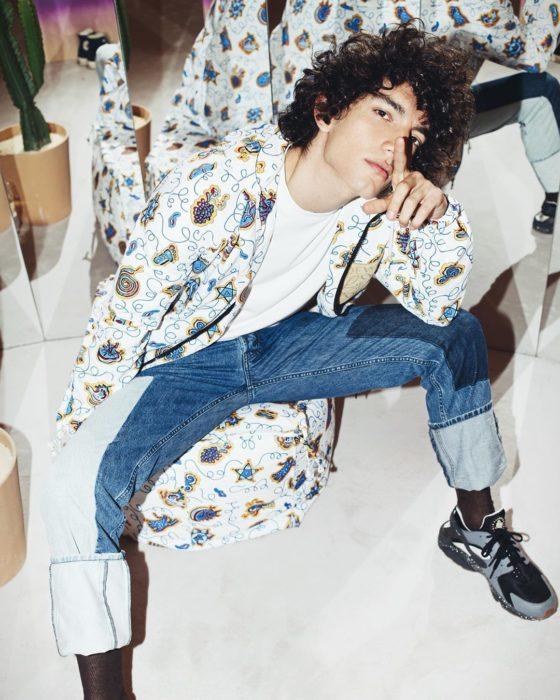 Jorge López Astorga, actor de serie de Netflix que interpreta a Valerio; chico de cabello chino y despeinado
