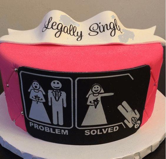 Pastel de fiesta de divorcio rosa con una ilustración en blanco y negro