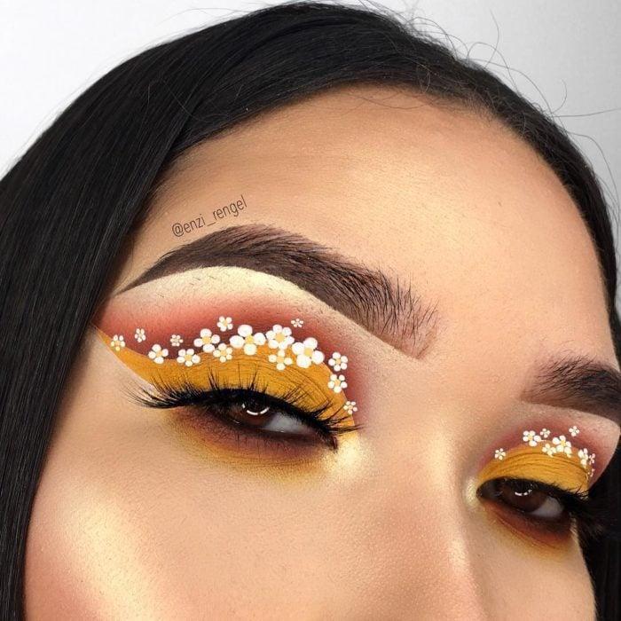 Maquillaje creativo para ojos; cut crease con delineado de flores