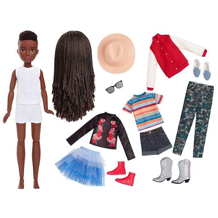 Muñeca sin genero con más de 20 articulos para diseñarlas tu misma