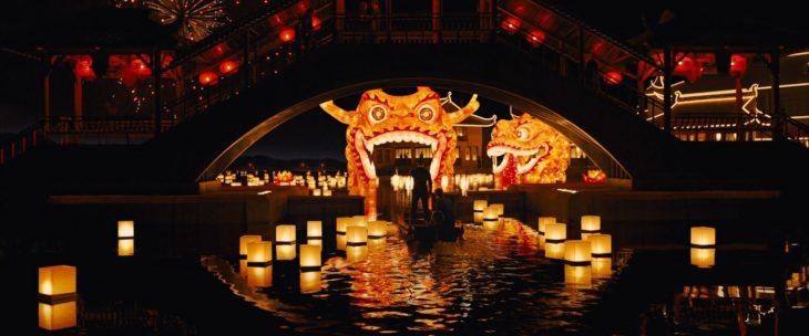 Escena de la película Skyfall, el agente 007 entrando por un canal en China