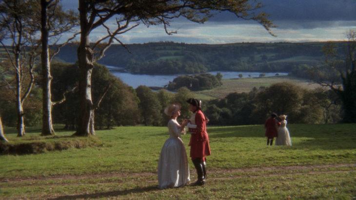Escena de la película Barry London, el Capitán reunido en el jardín
