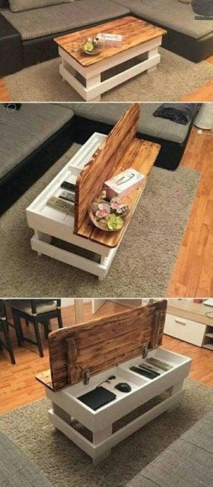 Mesa con compartimiento interior para ahorrar espacio y guardar libros