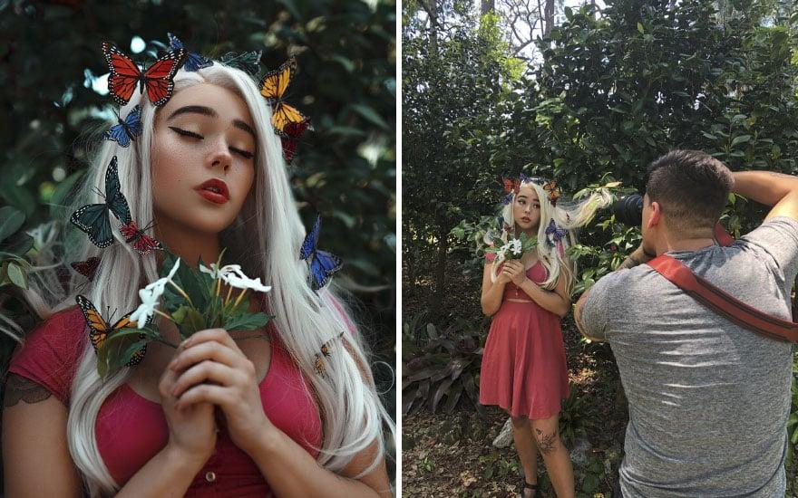Mujer rubia con mariposas de plástico en la cabeza