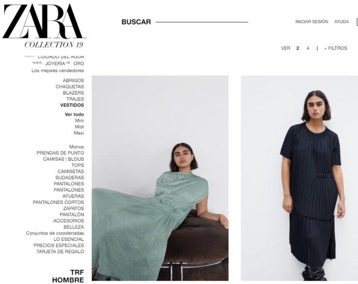 Catálogo de Zara con Jill Kortleve modelando un vestido verde sentada en un sofá y un vestido negro de botones al centro