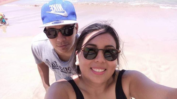 Historia de amor con final triste; chico cuenta cómo fue la vida con su novia; pareja en la playa