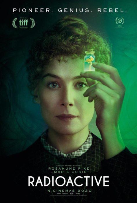 Poster de película Radioactive, biopic de Marie Curie con la actriz Rosamund Pike