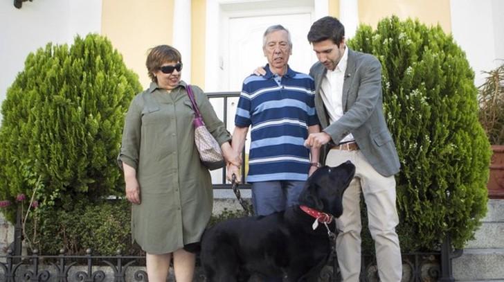 Foto de Lass con la familia de Mariano Díaz, su dueño