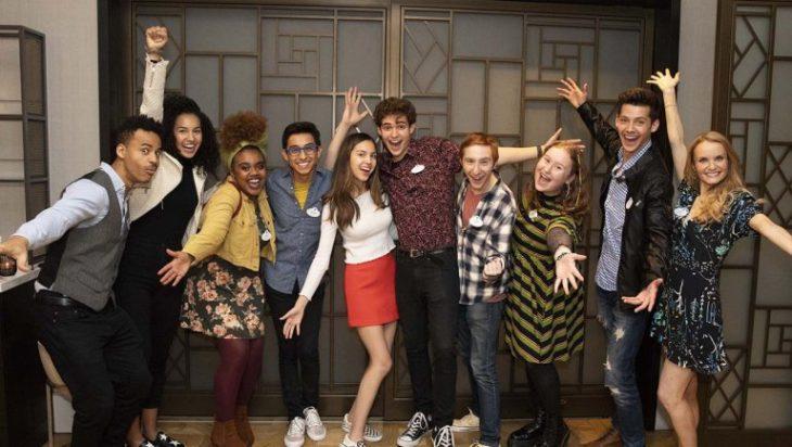 Joshua Bassett, Olivia Rodrigo, Matt Cornett, Kate Reinders, Sofia Wylie, Matt Cornett y Dara Renee. en la serie High School Musical: The Musical: The Series