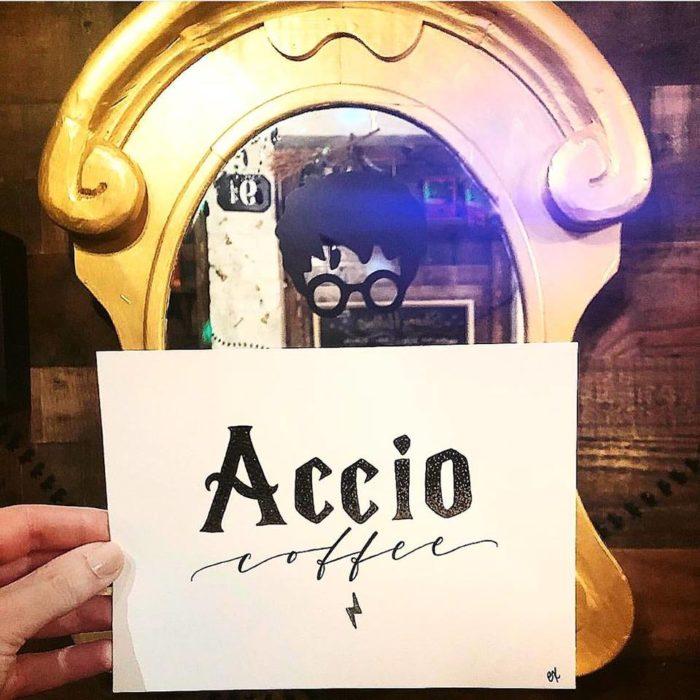 Entradaa la cafetería Steamy Hallows en Nueva York