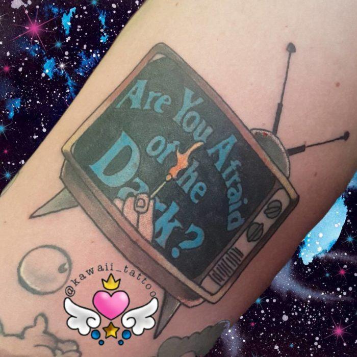 Tatuaje de la caricatura ¿le temes a la oscuridad?