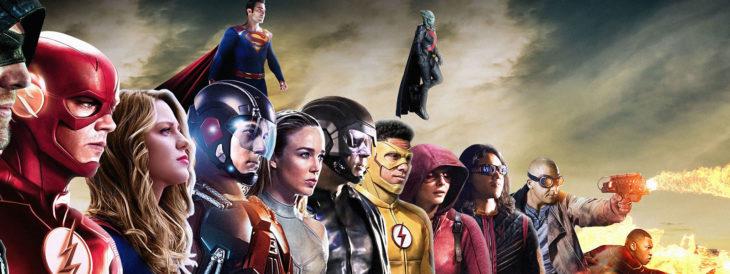 Personajes del Arrowverse en una fila y dos volando arriba