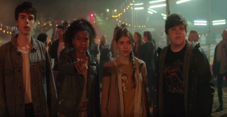 Escena del trailer de la película de nikelodeon ¿Le temes a la oscuridad?