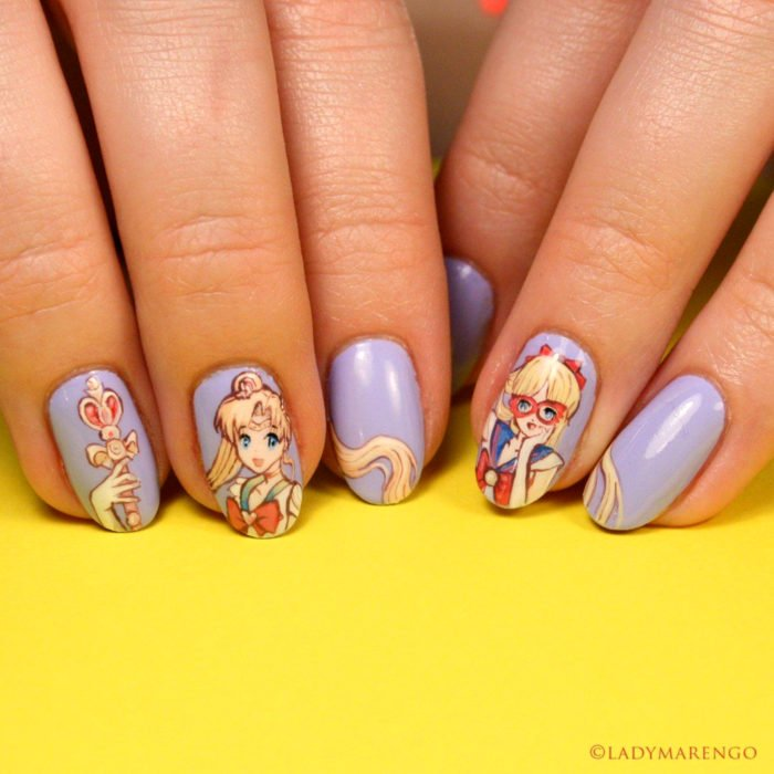 Manicura de Sailor Moon; uñas pintadas de morado con Serena Tsukino y Sailor Venus, Mina