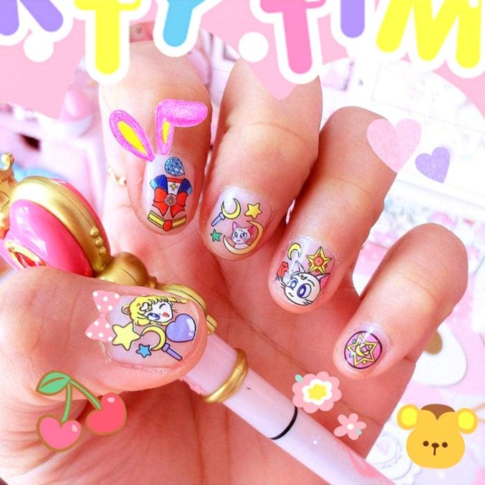 Manicura de Sailor Moon; uñas pintadas de Serena Tsukino y gato blanco Artemis