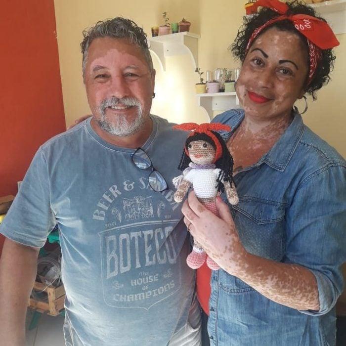 Joao Stanganelli con su novia que sostiene una Vitilinda