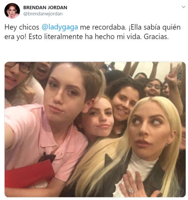 Brendan Jordan publicando en twitter una foto junto a Lady Gaga