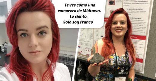 Mujer recibe críticas por su cabello rojo y tatuajes
