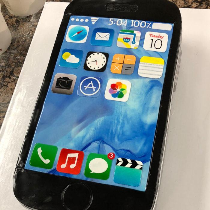 Pastel hiperrealista en forma de iphone