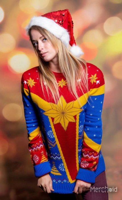 Suéter feo, tejido, azul, amarillo y rojo, inspirado en Capitana Marvel, Marvel