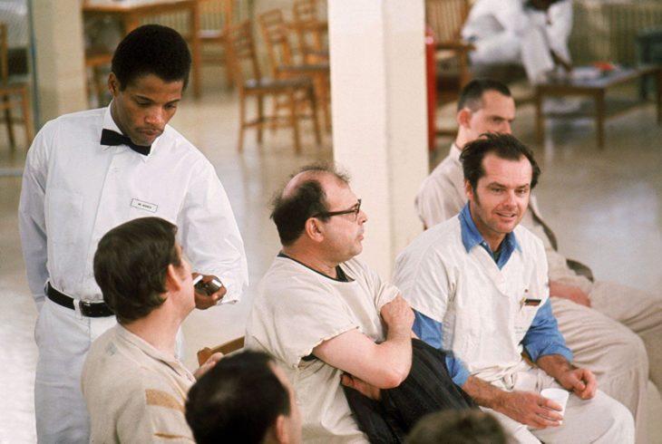 Actores de la película Atrapados sin salida, reunidos en una junta
