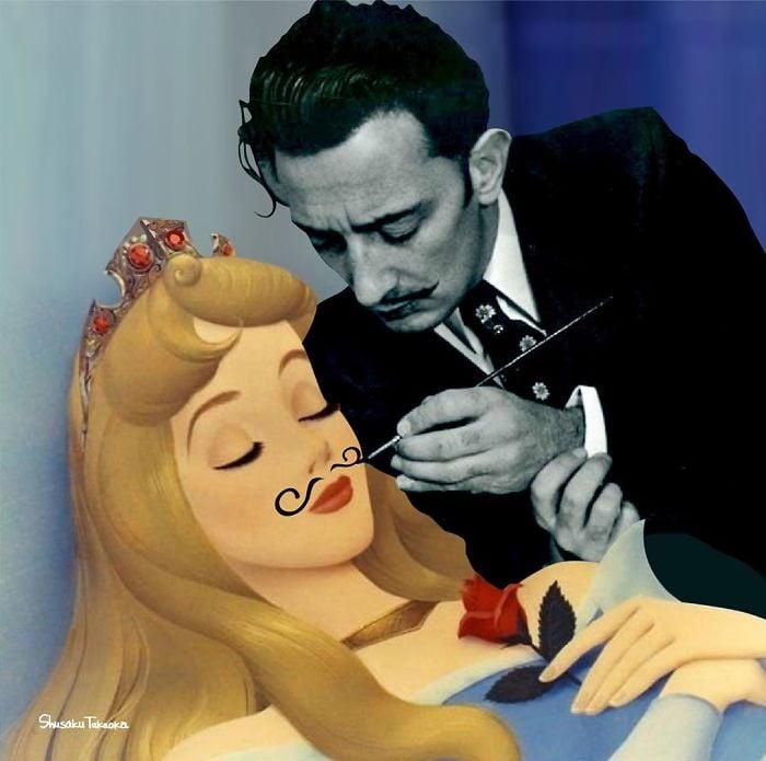 Salvador Dalí pintando unos bigotes sobre el rostro de Aurora de La Bella Durmiente