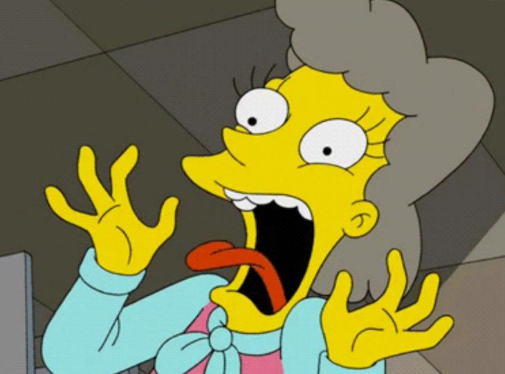 Helena Alegría de Los Simpson gritando asustada