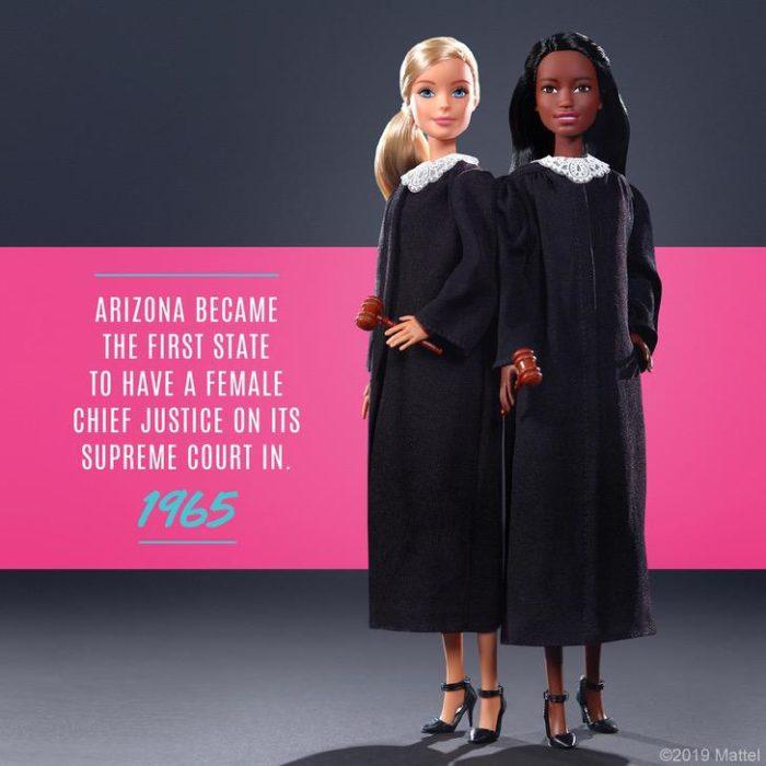 Muñecas Barbie vestidas como juezas