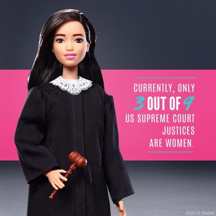 Barbie disfrazada de jueza, nueva muñeca creada por Mattel