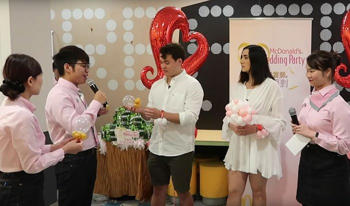 Festeggia un matrimonio in un ristorante McDonalds a Hong Kong
