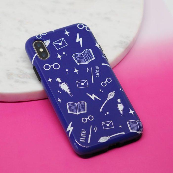 Case para celular en tono morado con diseño de Harry Potter