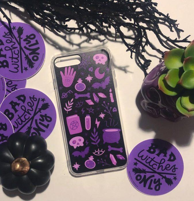 Case para celular con diseños de calderos, manos y piedras mágicas