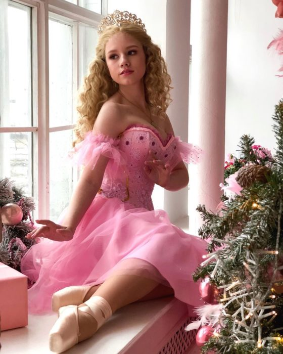 Cosplayers se disfrazan de diferentes películas de Barbie; Cascanueces