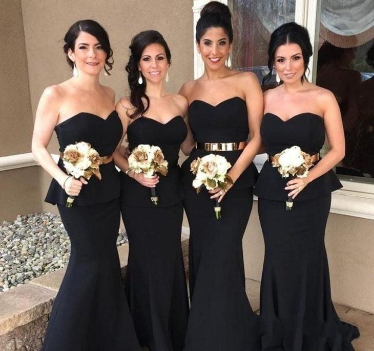 Damas de honor con vestidos negros