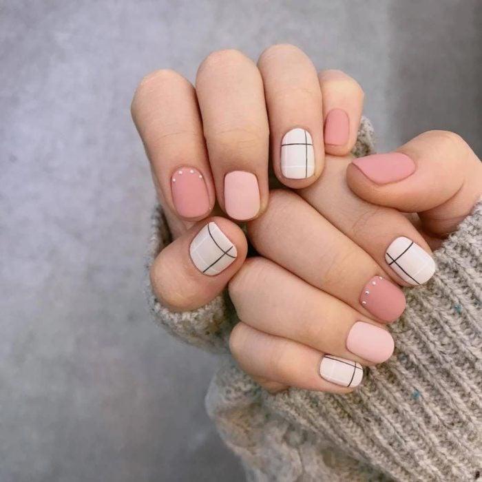 Dedos cortos y uñas ovaladas
