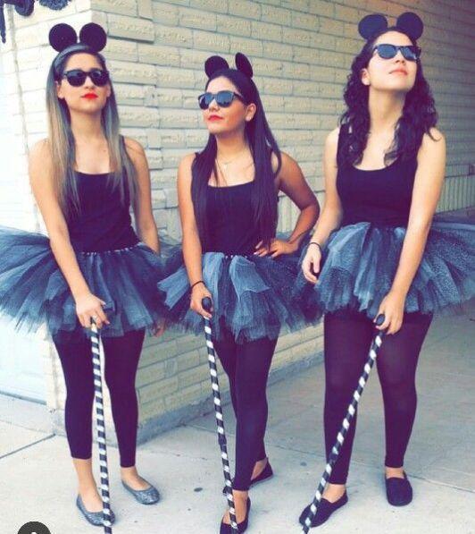 Chicas disfrazadas como los tres ratones ciegos