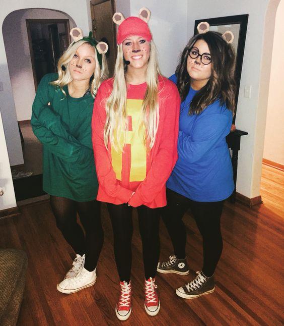 Grupo de amigas disfrazadas como Alvin y las ardillas