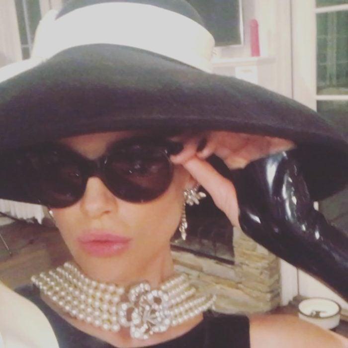 Kate Beckinsale disfrazada como Audrey Hepburn