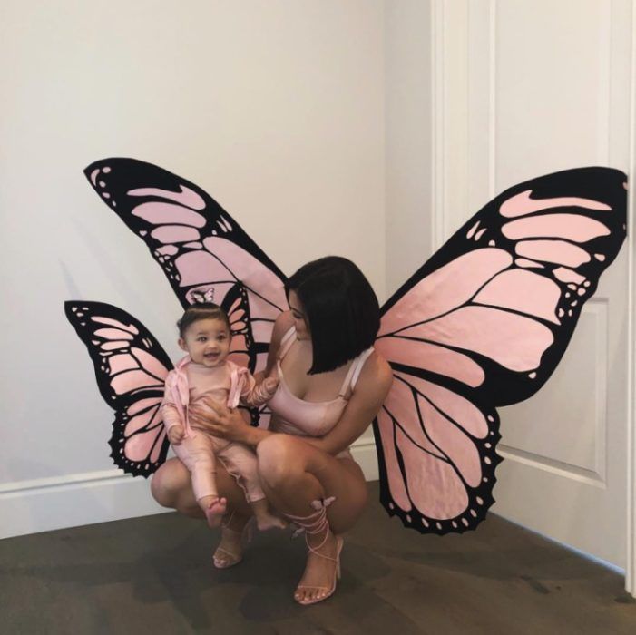 Hija de Kylie Jenner disfrazada como una mariposa al igual que su mamá